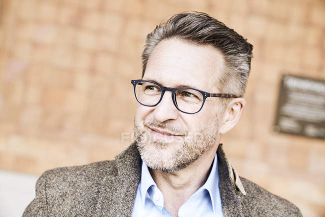 Mann mit Brille Stoppeln — Stockfoto