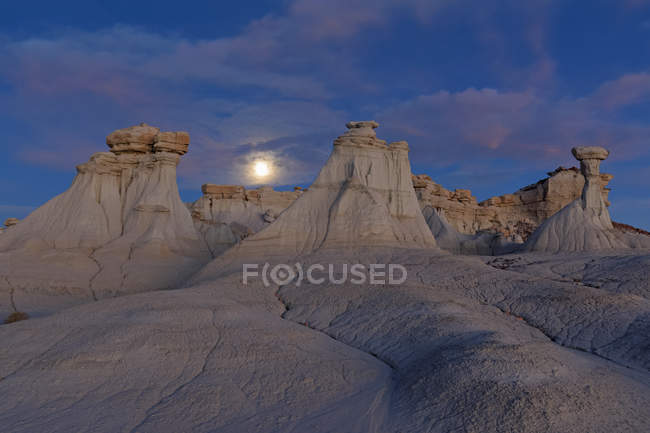 USA, New Mexico, San Juan Basin, Valley of Dreams, Badlands, Ah-shi-sle-pah Wash, sandstone rock formation, hoodoos — Stock Photo