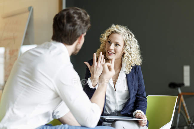 Two colleagues having discussion — Stock Photo
