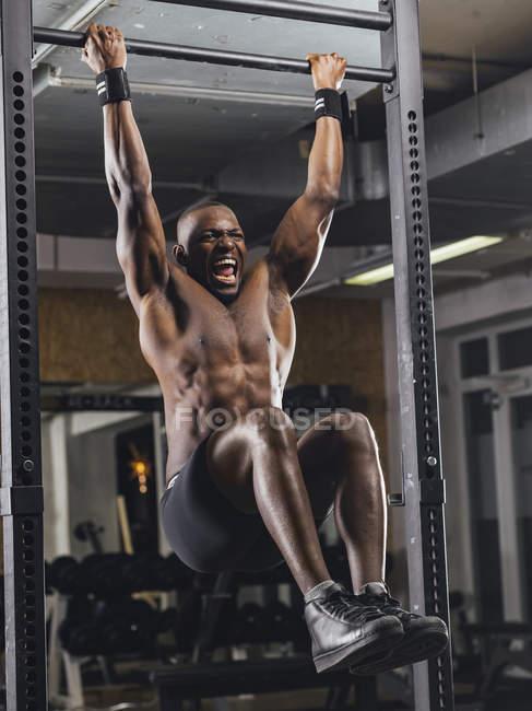 Athlete doing push ups — Stock Photo