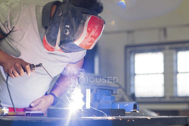 Mechanic welding in workshop — Stock Photo