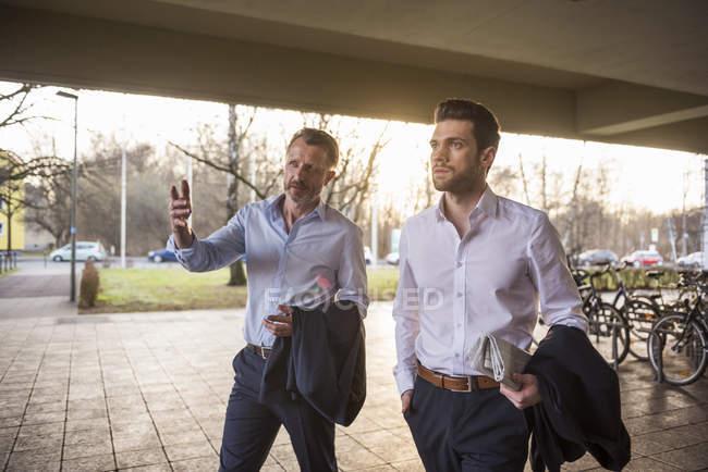 Dois homens de negócios tendo discussão — Fotografia de Stock