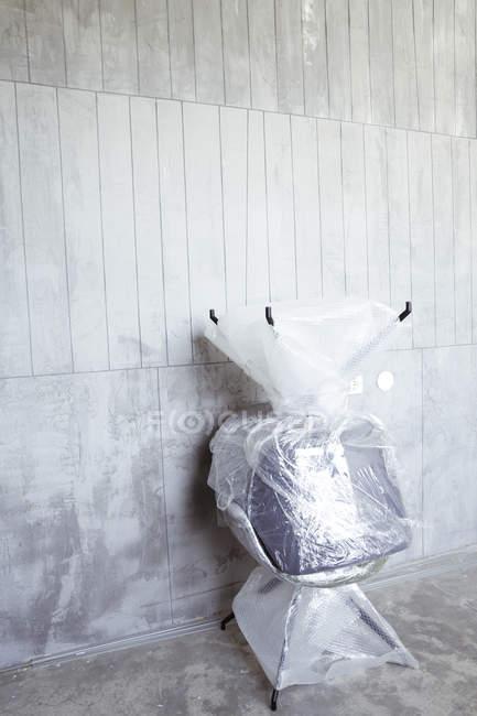 Deux chaises de bureau emballées — Photo de stock