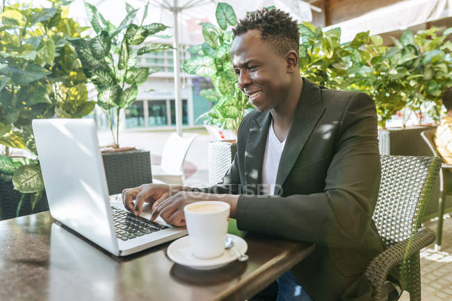 Businessman working at laptop i — Stock Photo