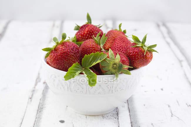 Bowl of fresh strawberries — Stock Photo