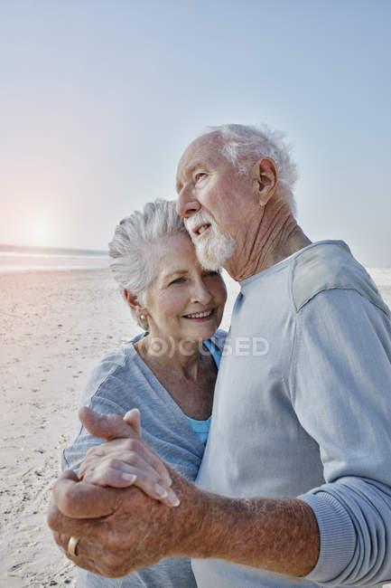 Senior couple dancing on beach — Stock Photo