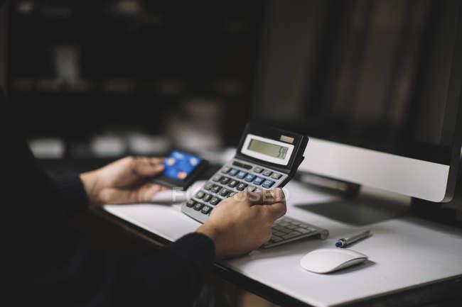 Man using calculator — Stock Photo