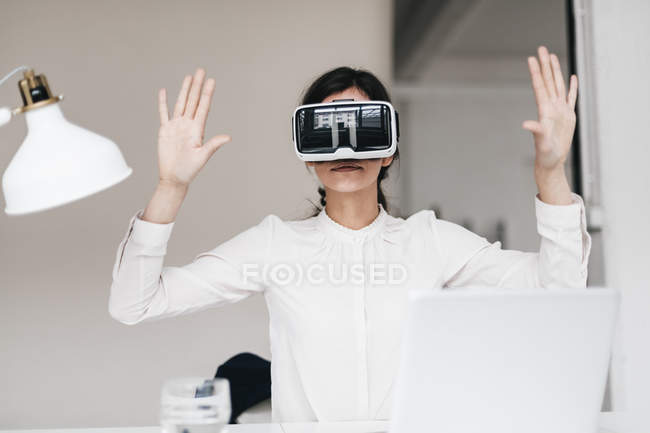Businesswoman wearing VR glasses — Stock Photo
