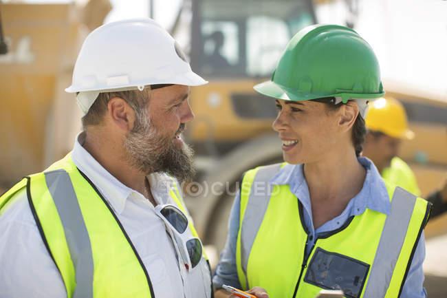 Чоловічі і жіночі кар'єр працівників — стокове фото
