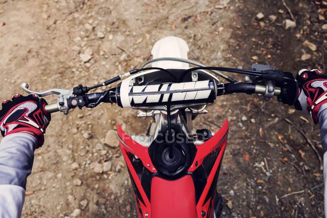 Bilker holding handlebar — Stock Photo