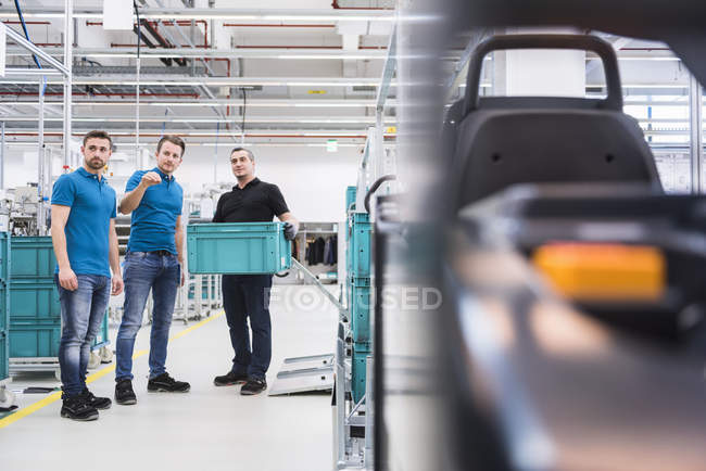 Men instructing worker with boxes — Stock Photo