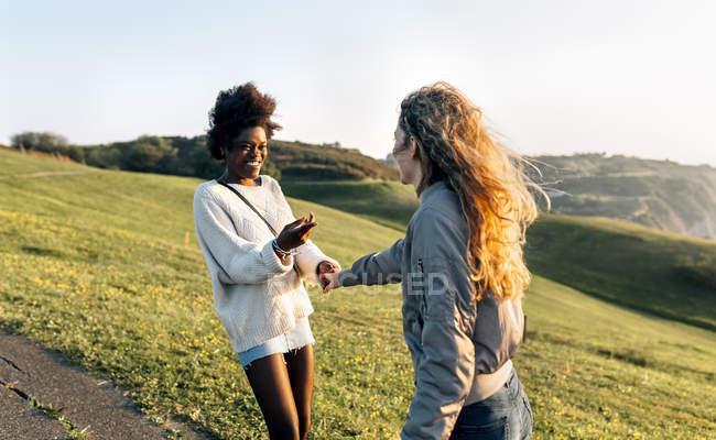 Meilleures amies s'amuser — Photo de stock