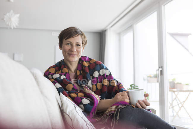 Woman relaxing with cup of coffee — Stock Photo
