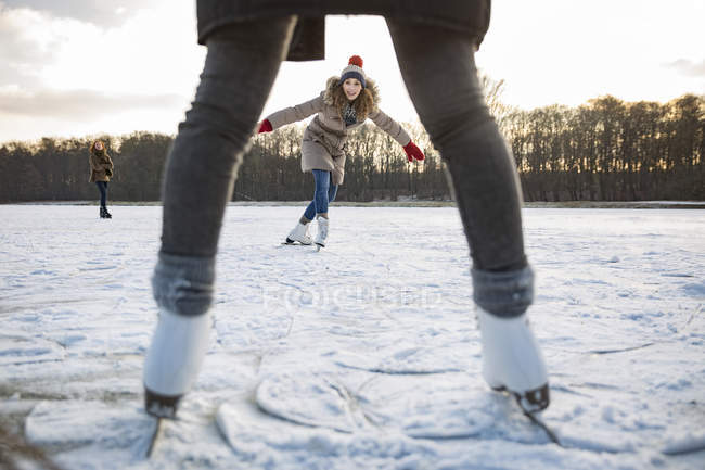 Woman ice skating on frozen lake — Stock Photo