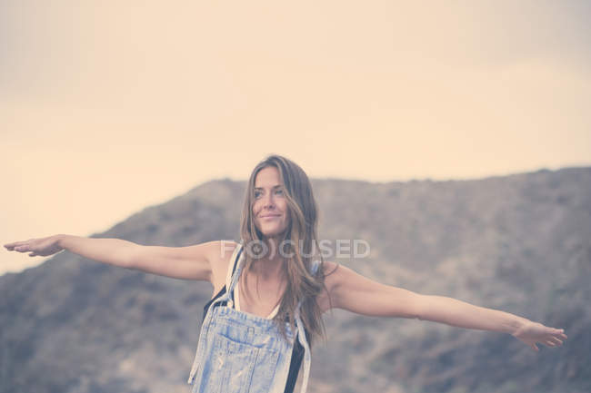 Smiling woman with arms outstretched — Stock Photo