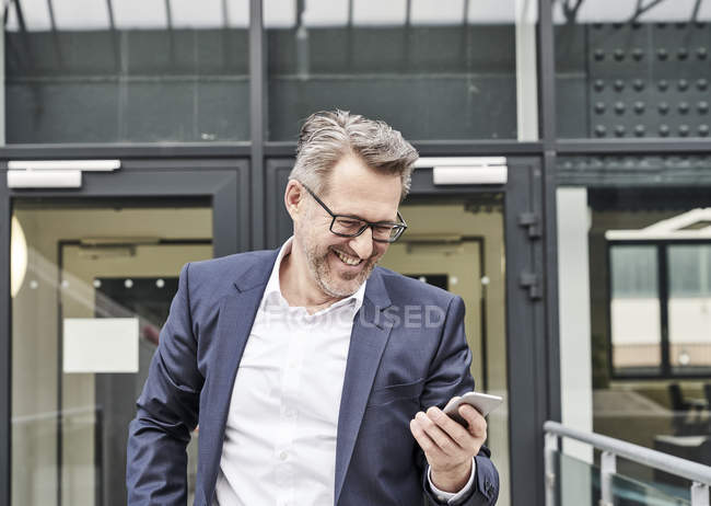 Businessman with cell phone — Stock Photo