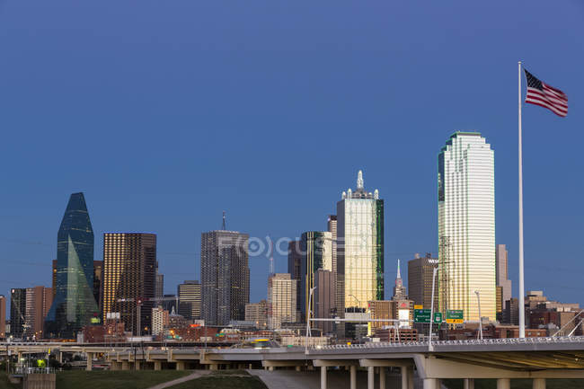 Orizzonte a Dallas all'ora blu — Foto stock