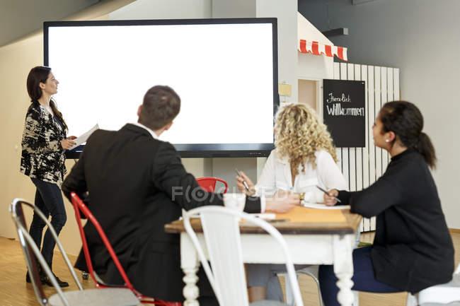 Woman leading presentation — Stock Photo