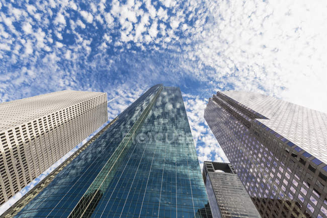 Skyscrapers with cloudy sky — Stock Photo