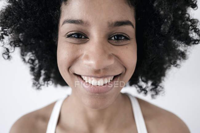 Glückliche junge Frau — Stockfoto