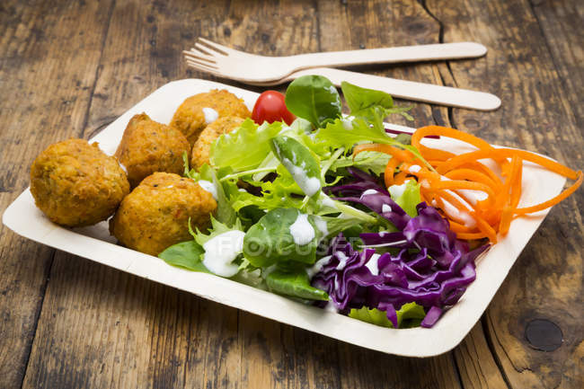 Falafel and salad on plate — Stock Photo