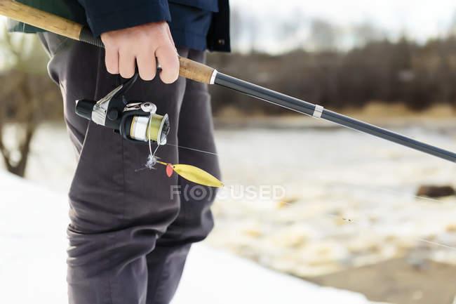 Man fishing with fishing rod — Stock Photo