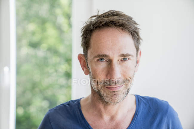 Man with stubble looking at camera — Stock Photo