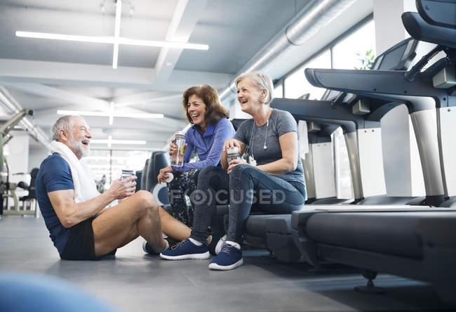 Happy seniors resting in gym — Stock Photo