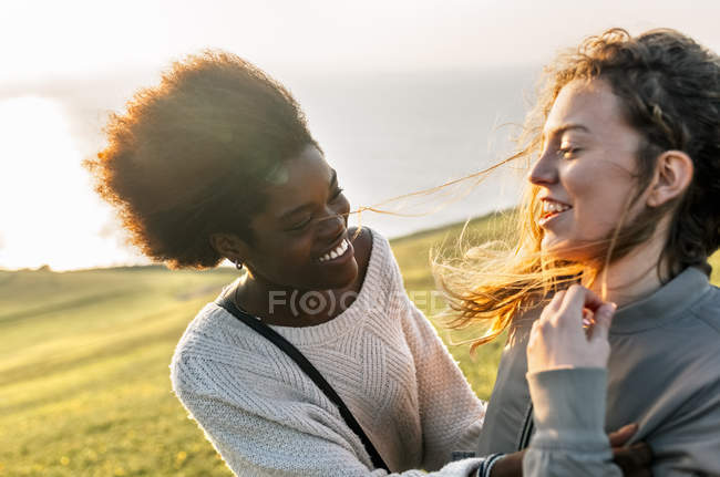Melhores amigas se divertindo — Fotografia de Stock