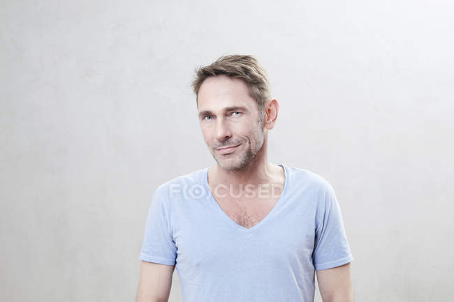 Mature man looking at camera — Stock Photo