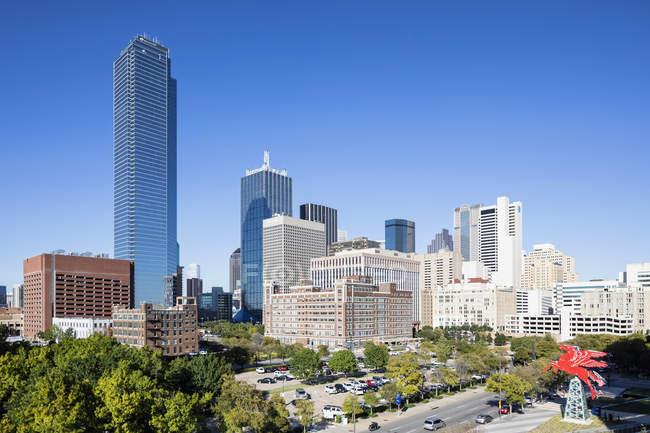 Architettura di Dallas con cielo blu — Foto stock