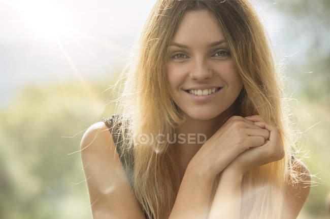 Smiling woman looking at camera — Stock Photo