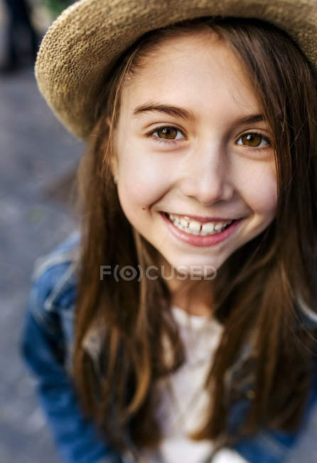Girl wearing a hat outdoors — Stock Photo