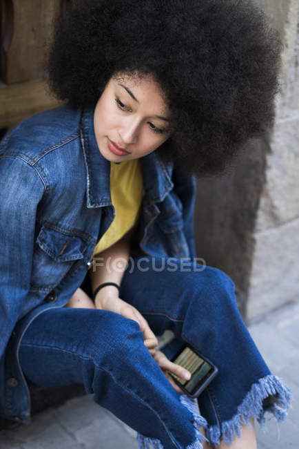 Young woman with smartphone — Stock Photo
