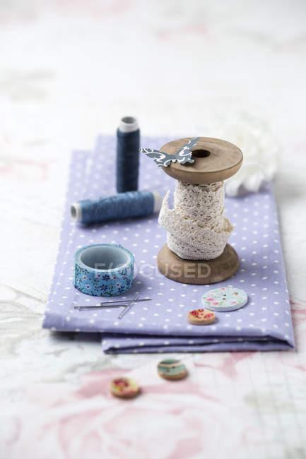 Kit de costura com fio — Fotografia de Stock