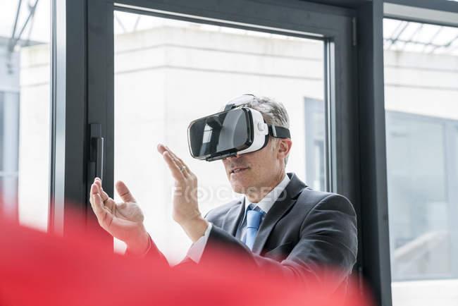 Businessman using VR goggles — Stock Photo