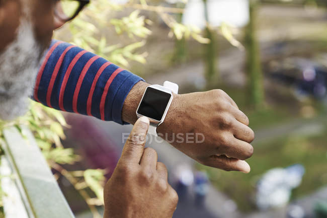 Man looking at smartwatch — Stock Photo