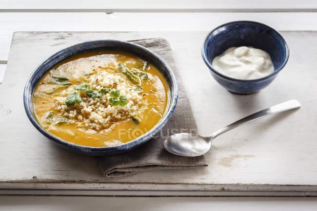 Ciotola di crema di zuppa di zucca — Foto stock