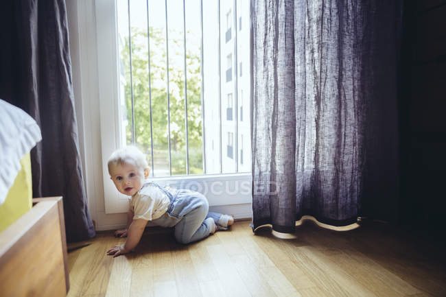 Baby boy crawling on floor — Stock Photo