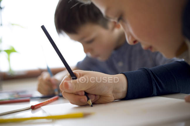 Friends drawing with coloured pencils — Stock Photo