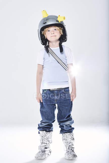 Junge verkleidet als Raumfahrer — Stockfoto