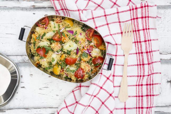 Салат овочевої Кус-кус — стокове фото