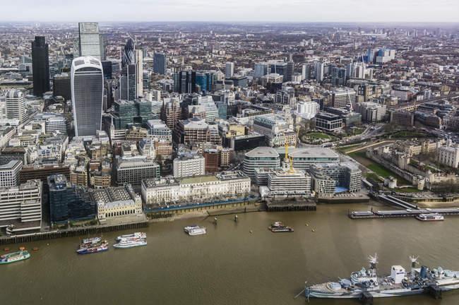 Темза и город — стоковое фото