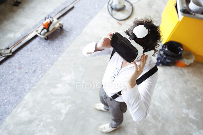 Architect using Virtual Reality Glasses — Stock Photo