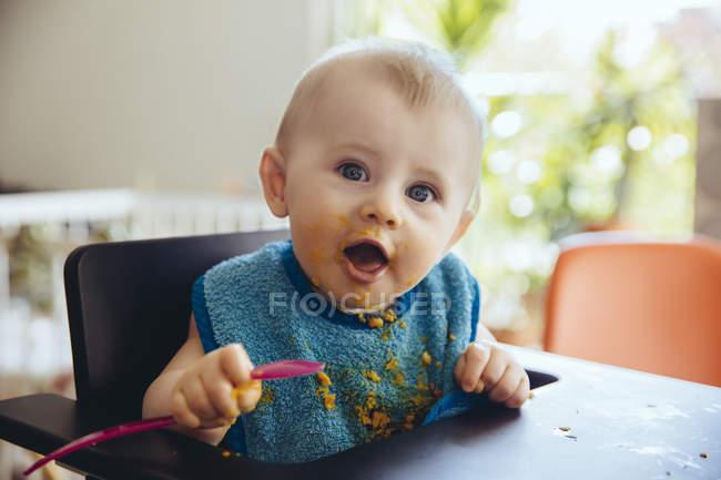 Хлопчик після того, як їжа — стокове фото