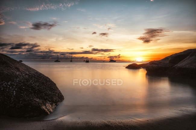 Таїланд, Сурат Тані, Ko Pha Ngan пляжу Тонг най пан Яй на заході сонця — стокове фото
