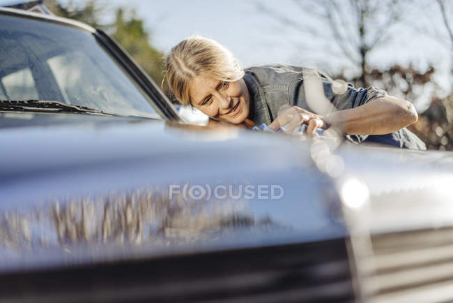 Woman cleaning car — Stock Photo
