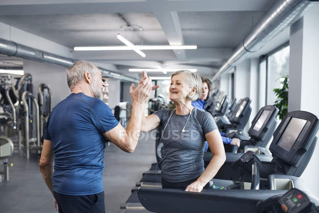 Senior man and woman high fiving — Stock Photo