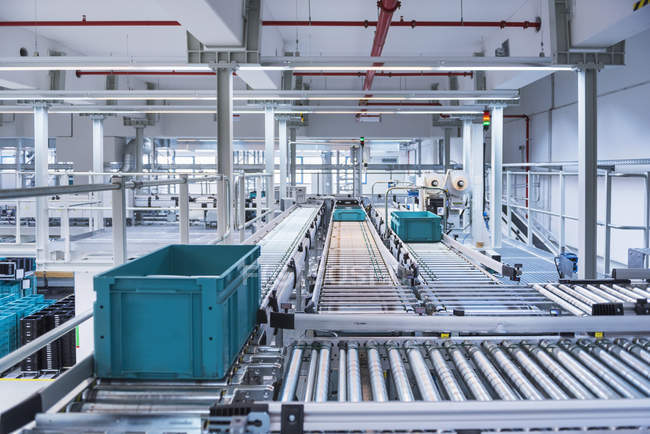 Boxes on conveyor belt — Stock Photo