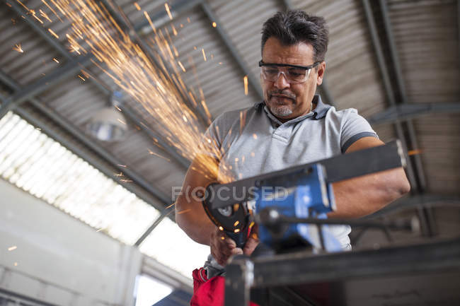 Mechanic using angle grinder — Stock Photo